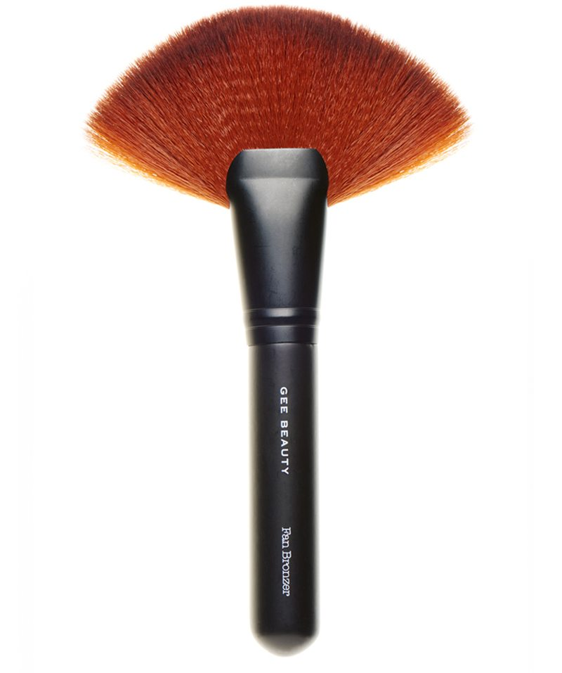 Gee_Beauty_Fan_Brush2